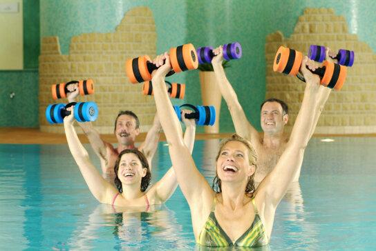 Wassergymnastik c Hotel