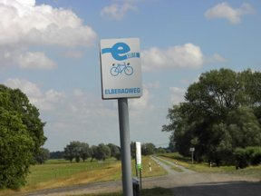 Elberadweg-Schild