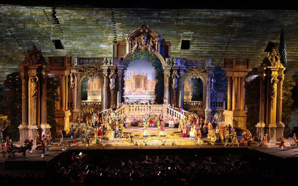 Bühnenbild Opernfestspiele Verona