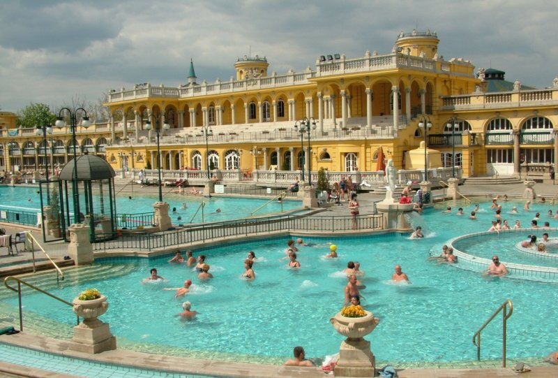 Außenbecken Thermalbad Szechenyi Budapest