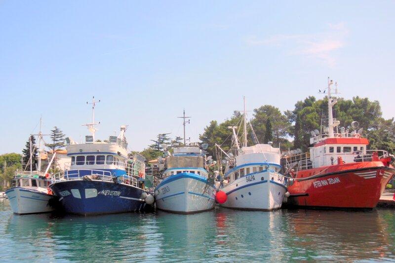 Schiffe auf der Insel Krk
