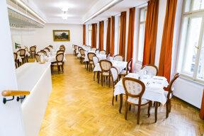 Restaurant -Astoria Hotel & Medical Spa 4