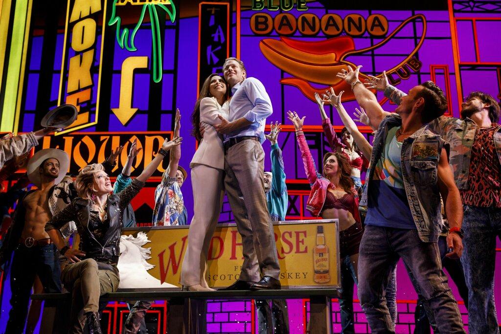 Szenenbild PRETTY WOMAN - DAS MUSICAL mit Vivian (Patricia Meeden) und Edward (Mark Seibert).