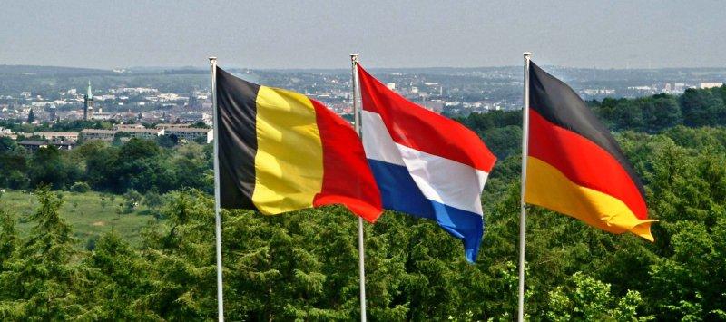 Dreiländerpunkt Fahnen : Deutschland, Niederlande, Belgien