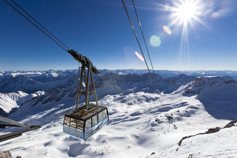 Gletscherbahn im Winter Zugspitze