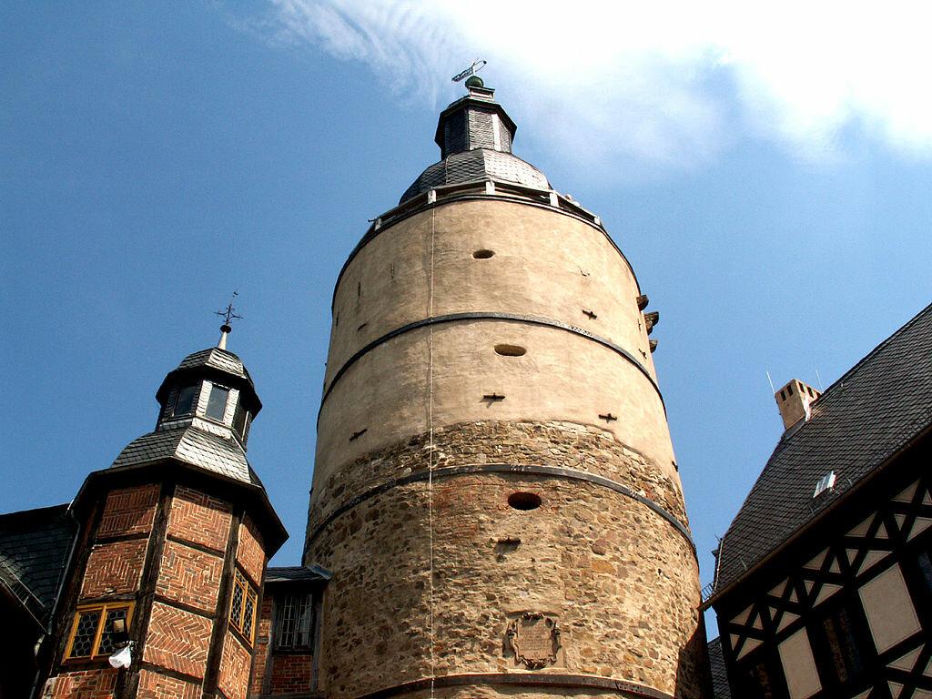 Burg Falkenstein Innenhof Bergfried