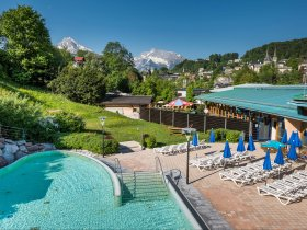 sole-aussenbecken-berglandschaft c Watzmann Therme Berchtesgaden
