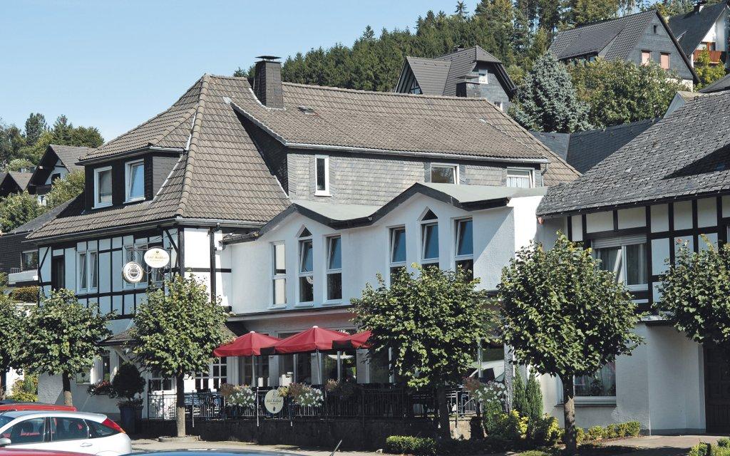 Bad Fredeburg Hotel Hochland aussen Außenaufnahme