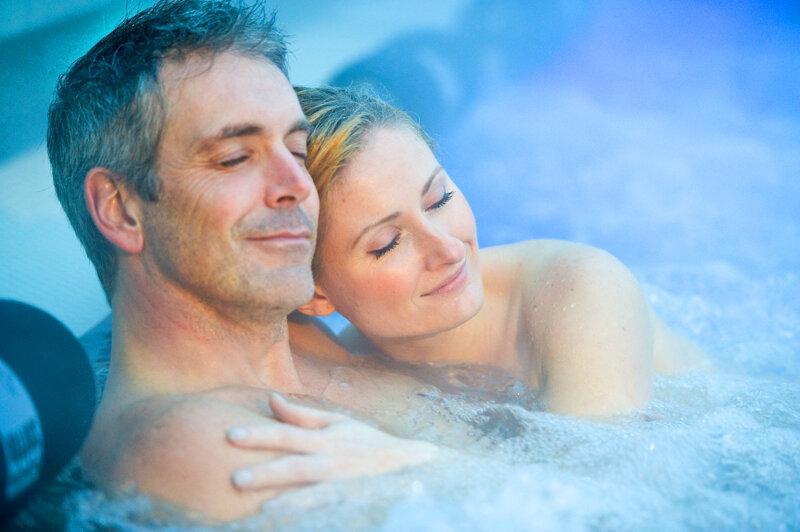 Paar entspannt im Becken Bäderhaus Bad Kreuznach