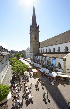 Münster mit Marktplatz von oben