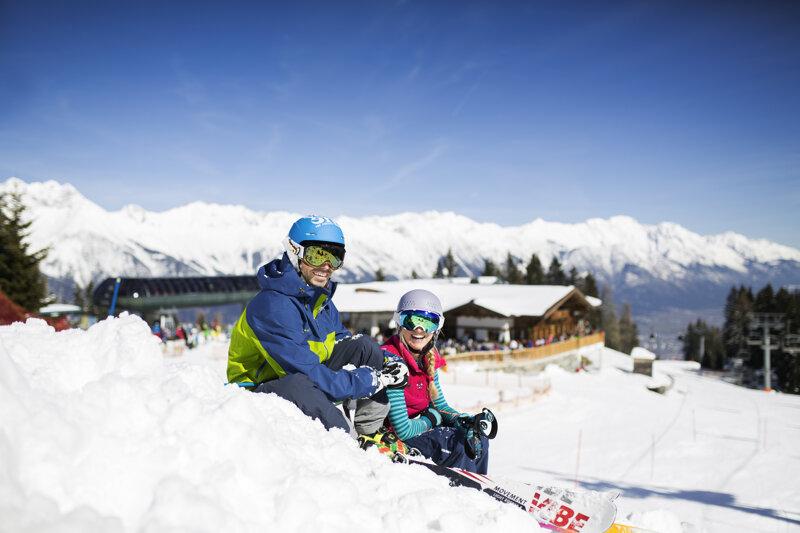 Paar im Schnee, Muttereralm bei Innsbruck, Tirol