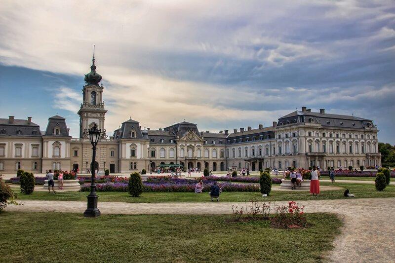 wunderschöne Front von Schloss Festetics