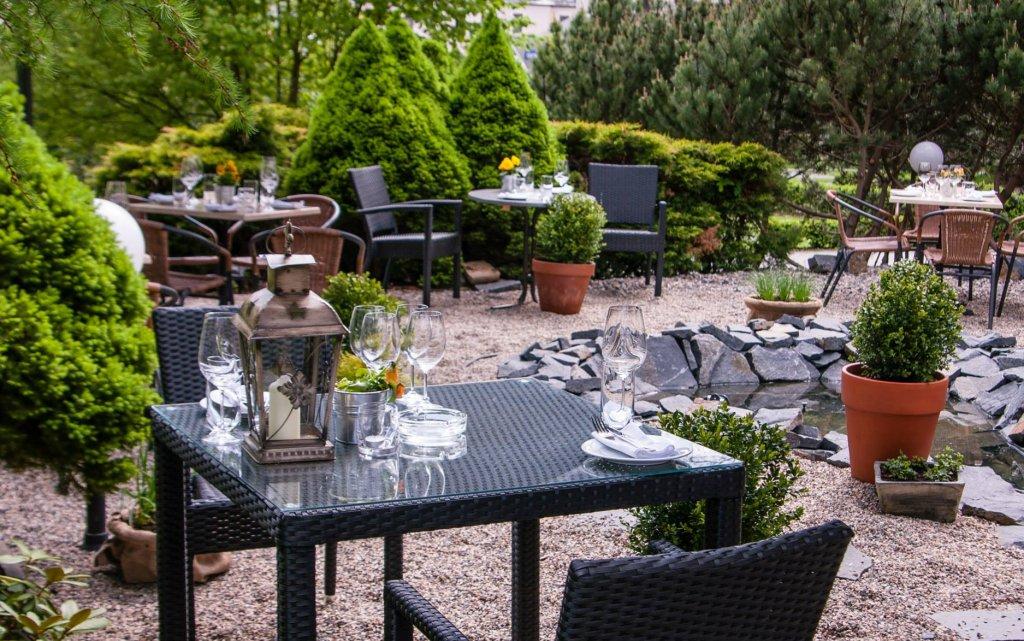 Nový Bor Parkhotel Morris Terrasse Garten