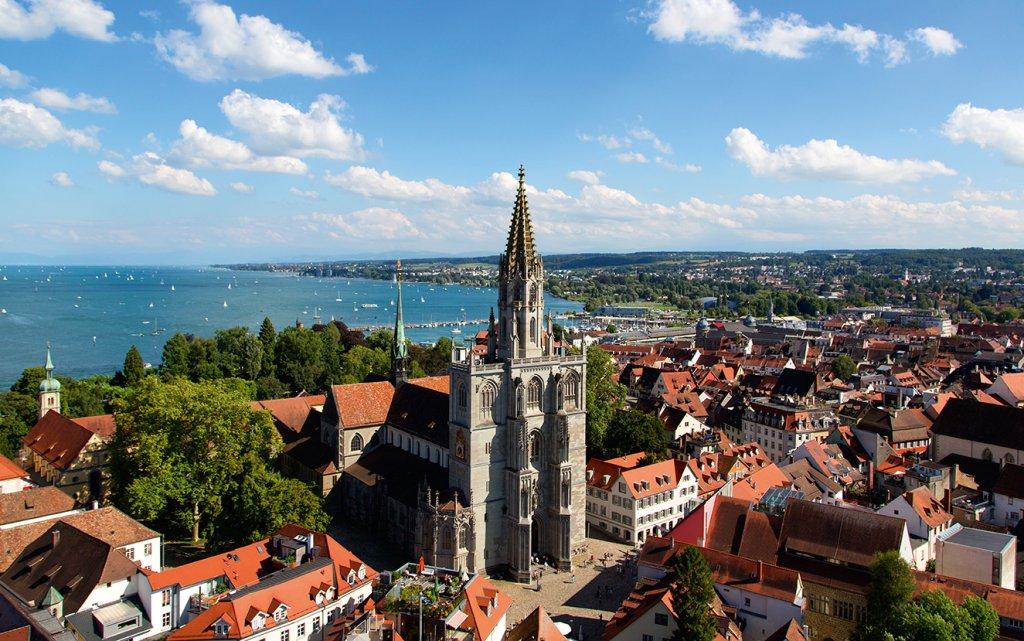 Blick über Konstanz auf den Bodensee