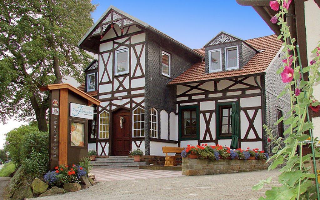 Bad Königshofen Hotel Vierjahreszeiten aussen Außenansicht