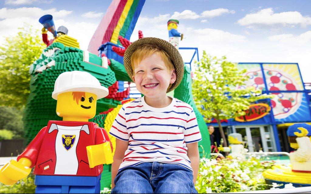 Junge im Legoland Günzburg