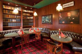 Churchill´s Pub c Excelsior