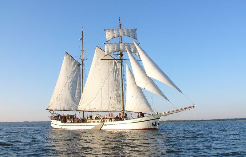 Segelschiff Weiße Düne auf dem Wasser