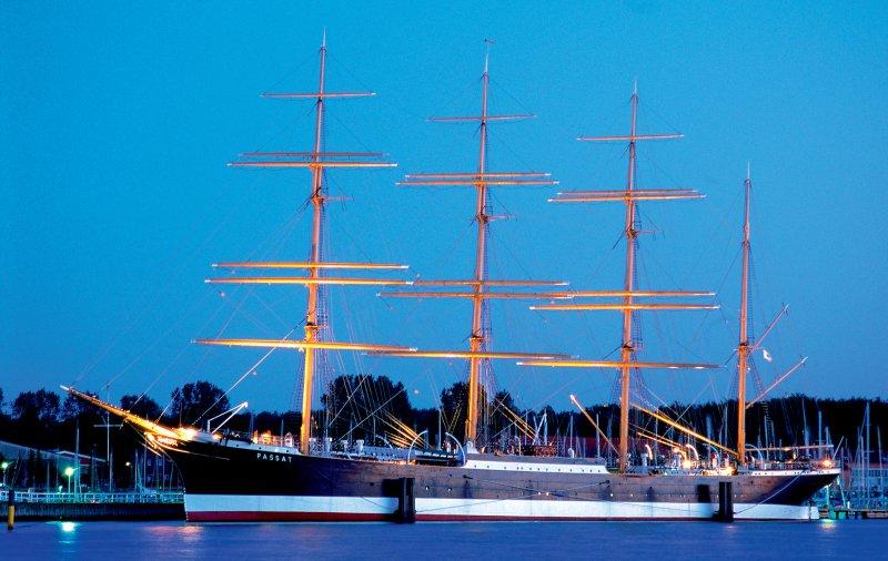 Das Schiff Passat bei Nacht
