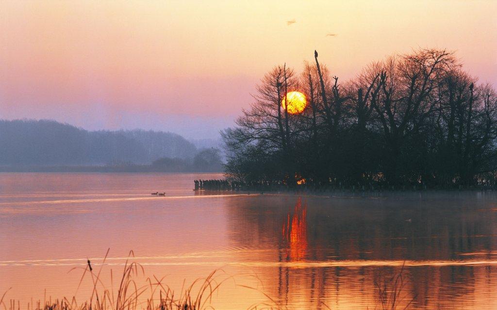 Sonnenuntergang am Tollensesee an der Mecklenburgischen Seenplatte