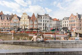 malerische Kulisse von Gent am Fluss