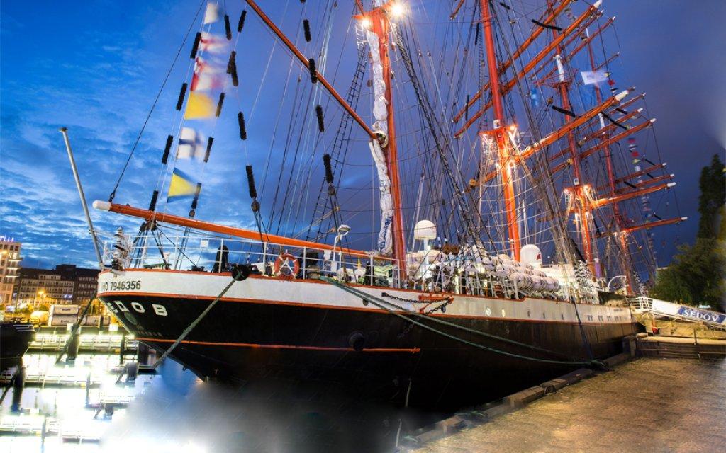 Kieler Hafen mit Segelschiff