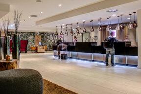 rezeption-braunschweig-fourside-hotel (1)