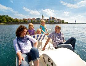 Familienausflug mit dem Tretboot