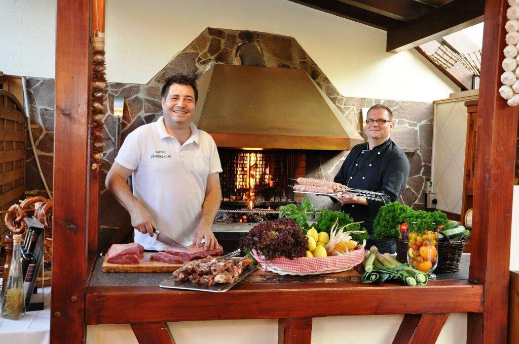 Schmalkalden Hotel Jägerklause Swen Jäger mit Koch Küche Grill