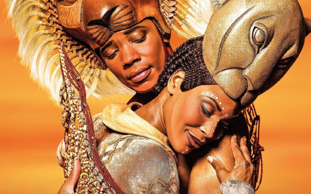 Simba und Nala verlieben sich im Musical König der Löwen in Hamburg
