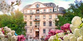 Außenansicht Frühling c Hotel