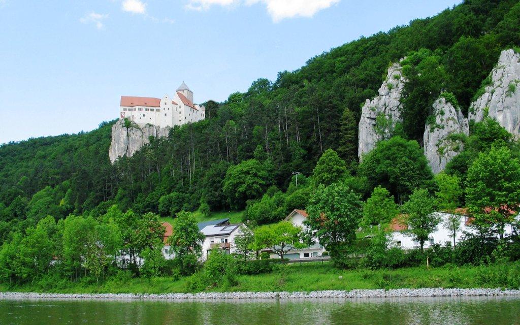Burg an den Hängen des Altmühletals