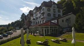 Liegewiese Hotelseite