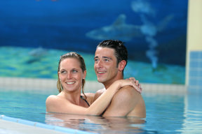Schwimmbad Paar 01