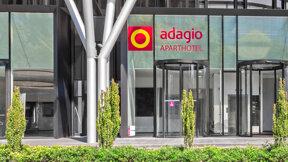 Eingang zum Aparthotel Adagio Frankfurt City Messe