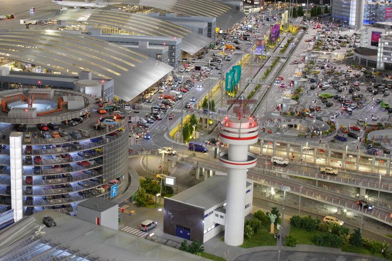flughafen-parkhaus-parkplatz-terminals©Miniatur Wunderland GmbH