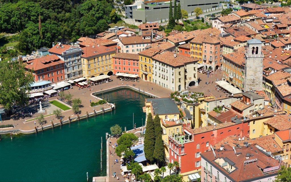 Riva del Garda Hotel Portici aussen Außenaufnahme Luftaufnahme