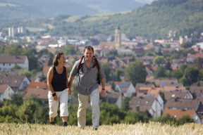 Wanderer überBad Mergentheim c Stadt Bad Mergentheim Andi Schmid
