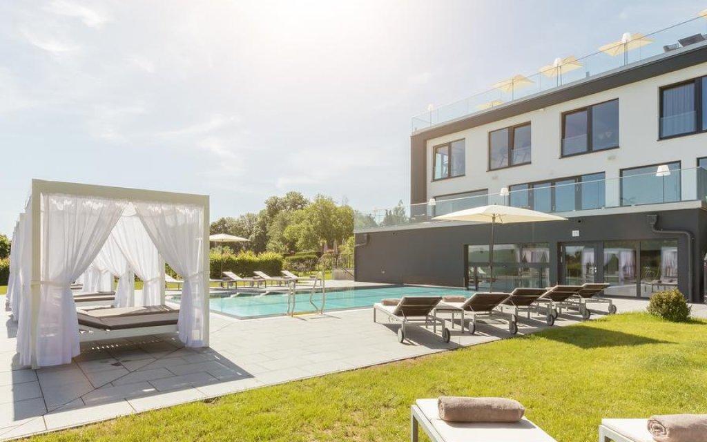 Meerane Romantikhotel Schwanefeld Spa Pool Aussenansicht
