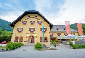 Außenansicht Hotel & Restaurant Alpenglück im Sommer