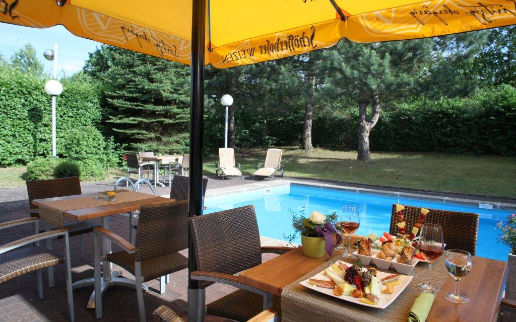 Mercure Hotel Bonn-Hardtberg Pool Terrasse