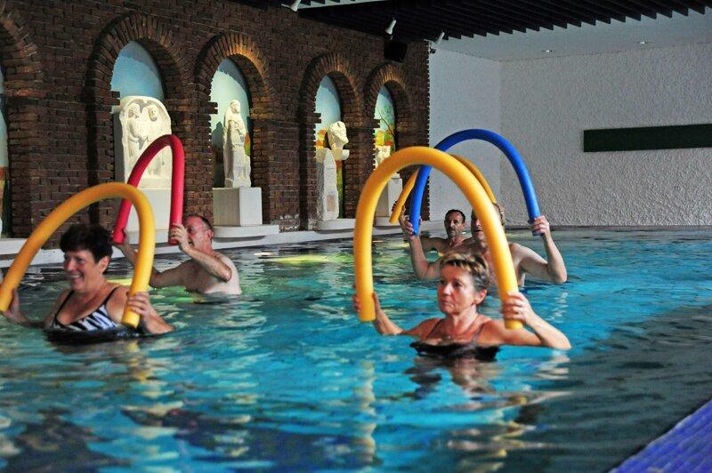 Hallenbad Wassergymnastik 01