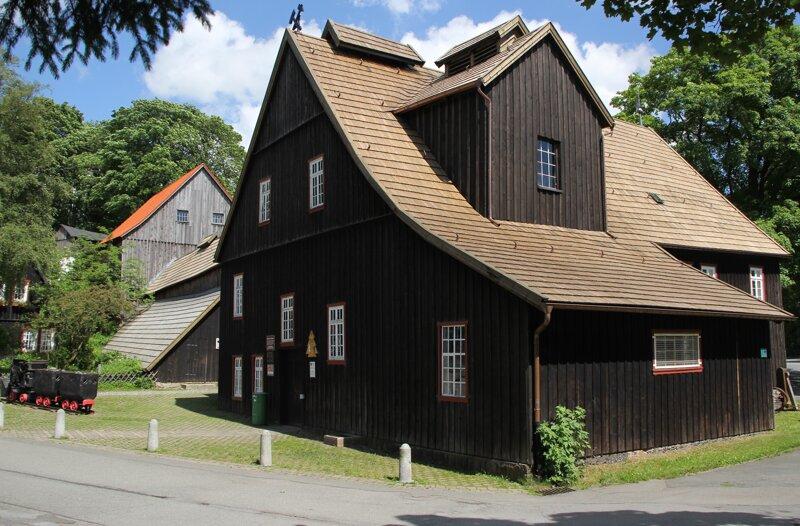 Schachtgebäude und Radtsube