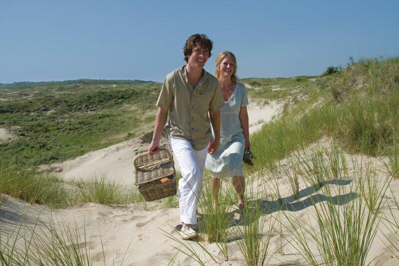 Paar in den Dünen Nordhollands