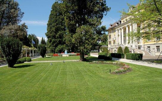 Fassade mit Park